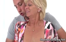 Mature cougar gets oral and rides