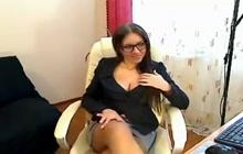 Secretaresse krijgt stout in het kantoor
