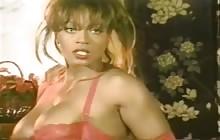 Groot borsten zwart Ann Amore masturberen