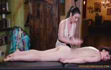 Massage turns into lesbo scissoring action