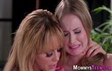 Stepmom fingerfucks lesbian teen blonde